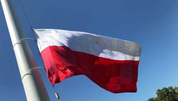 Wspólna Flaga na maszcie przy Hevelianum