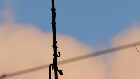 BEATA SZKUDLAREK Wiatrowskaz obrotowy na budynku B Szkoły Podstawowej nr 15 przy ulicy Smoluchowskiego 11